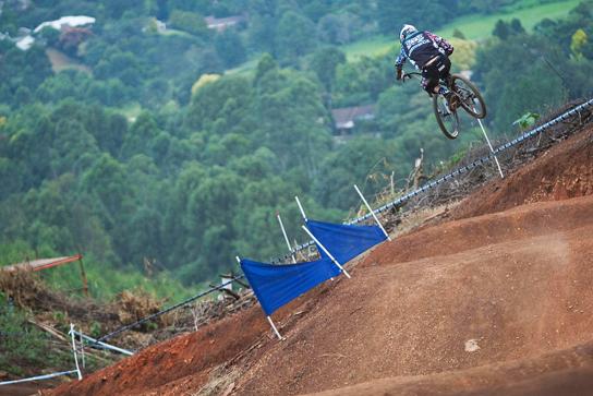 Dan Atherton auf dem 4x Track. Pic: Sebastian Schieck