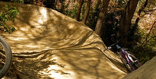 Der wahrscheinlich spaßigste Anlieger Südfrankreichs - Roller am Kurvenausgang sind sowieso das Beste