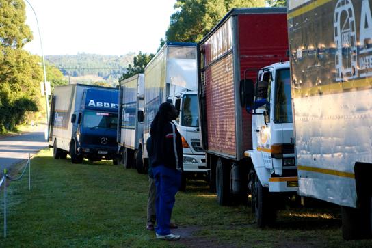 Afrikastyle - die Shuttles für den DH! Pic: Sebastian Schieck