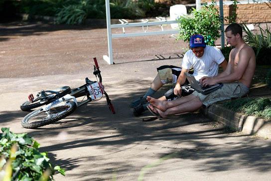 Polc & Smith bei der Hitze in SA entspannt unterwegs. Pic: Sebastian Schieck