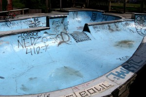 Interessante Bowl in der Nähe der Dirts. Aber eher was für Skater. Pic: Charles