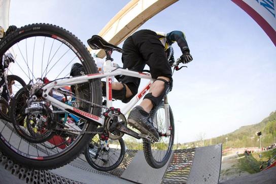 BAAAM....Mit viel Kraft aus dem Gate. Ich mag dieses Foto sehr. Pic: Hoshi K. Yoshida