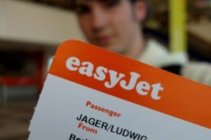 Der erste Flug ist irgendwie schon was Besonderes. Ludwig Jäger mit seinem Boardingpass. Pic: Charles