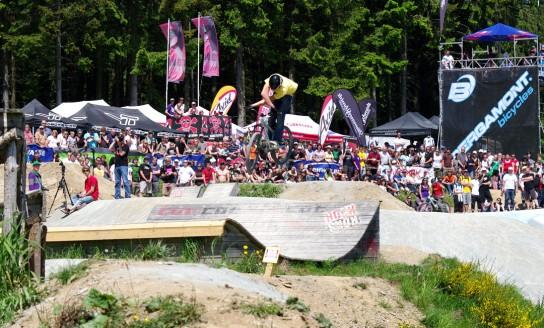 Der Slopestyle ist schon irgendwie immer das Highlight in Winterberg. Marius Hoppensack auf dem Weg zu seinem zweiten Platz. Pic: Kjeldy