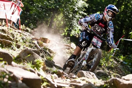 Gee Atherton war erster in der Quali und mit einem Sieg hätte er sich auf den 2ten Platz in der Gesamtwertung geschoben. Leider kam ein Sturz dazwischen... Pic: Sebastian Schieck