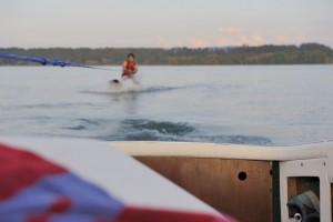 Ein altes Wasserskiboot hat schon was. Silvan beim Start. Pic: Carlo Dieckmann