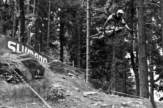 Vanderham weiß wie man Downhill fährt und er weiß wie man springt.  Das mit dieser Strecke kombiniert, PASST! Pic: Sebastian Schieck