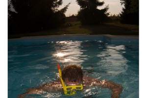 Poolboy Joscha schnorchelt sich den Weg zur Erfrischung. Bild: Kjeldy