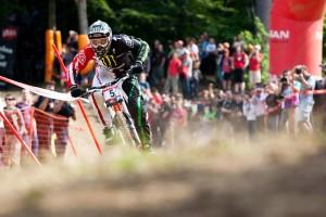 Sam Hill auf den letzten Metern in Richtung Ziellinie. Auch hier in Maribor reichte es für ihn erneut nur für Rang zwei. Pic: Sebastian Schieck