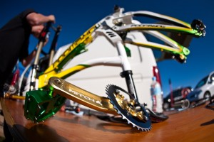 Das muss die Leidenschaft für den Sport sein. Zur WM sind die Bikes immer ganz besonders Durchgestylt. Pic: Sebastian Schieck
