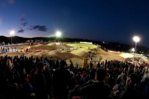 Its 4X Time! Die Kulisse erinnert fast an ein Supercross Stadion in den USA mit all den Leuten. Aussie Rules. Pic: Sebastian Schieck