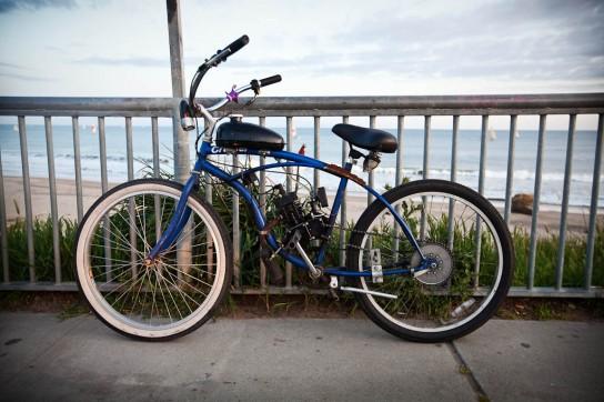 California Cruisen! Wer will da noch ein E-Bike haben, wenn man auch mit diesem Klassiker die Strandpromenade entlangknattern kann? Photo: Sebastian Schieck