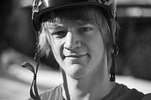 Jonas Jansen ist aber nicht nur ein derber Fahrer, sondern auch sehr kreativ mit Stift und Papier. All graphics by Jones. Photocredit: Nils Wilbert