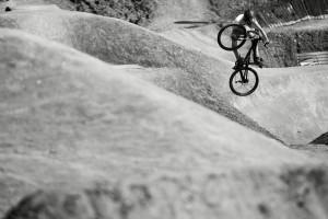 Jonas Jansen fliegt neben BROduction jetzt auch für den Mongoose Tribe. Photocredit: Sebastian Schieck
