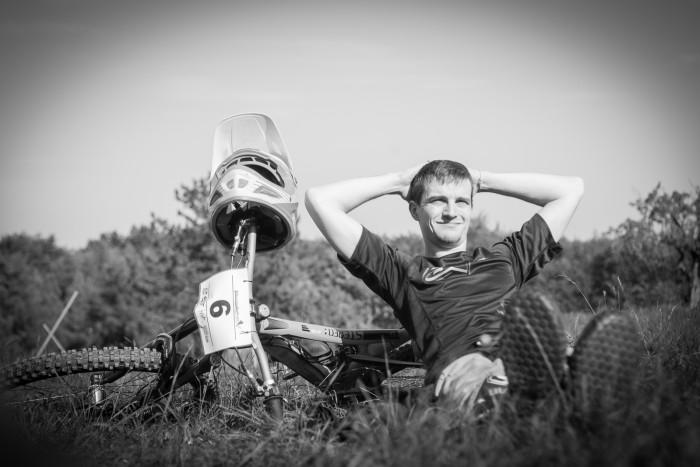 Marcus Roth genießt den goldenen Herbst vor seinem ersten Lauf und verchillt seinen Start beinahe